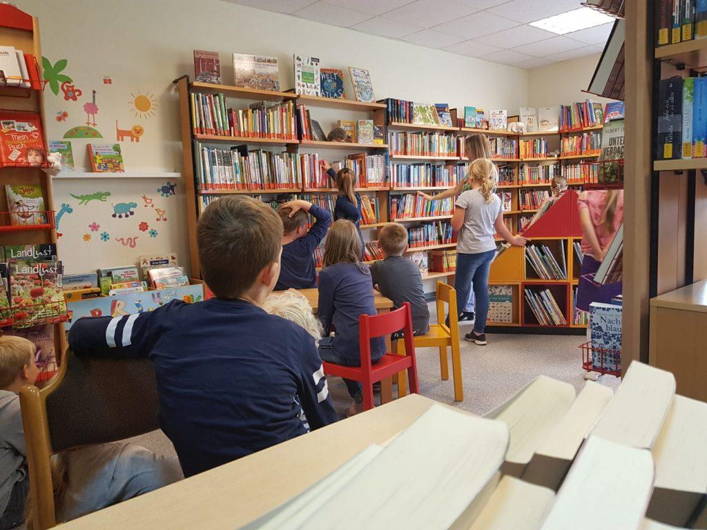 Klasse 3 zu Besuch bei der KÖB Börger