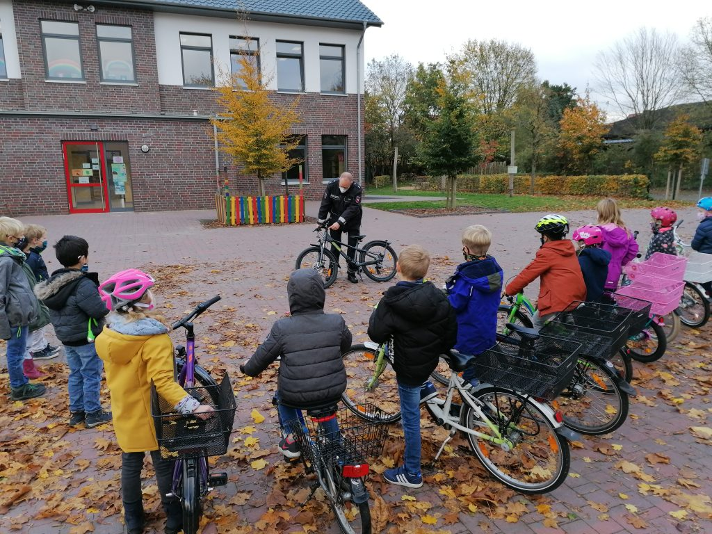 Fahrradkontrolle an der GS Börger in Coronazeiten