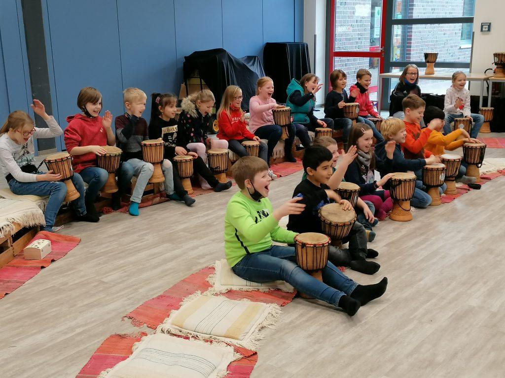 "Projekt ""Trommelreise""  begeistert die Grundschüler in Börger"